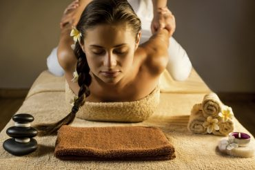 Lomi-Lomi-massage_CSN-1024x683